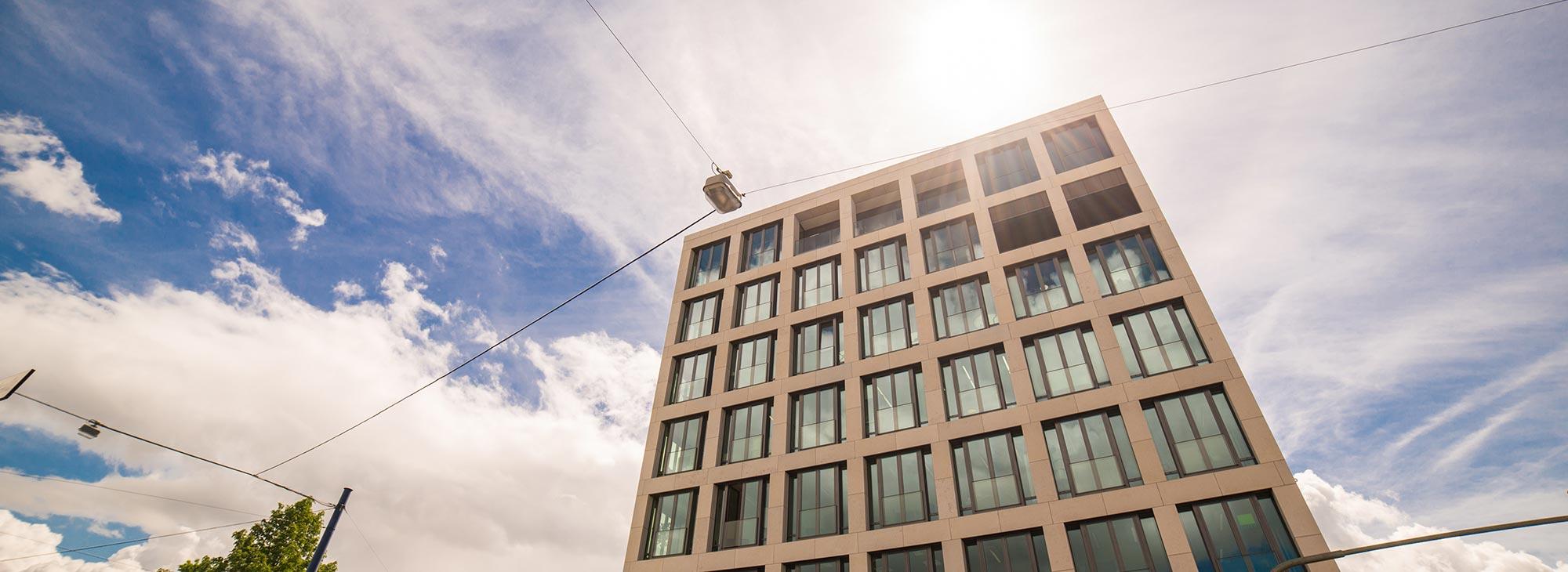 Praxisgebäude der Zahnärzte im Wengentor mit neuen, modernen Praxisräumen und einer herrlichen Aussicht auf die Ulmer Altstadt.